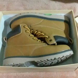 New size 11 men's boot